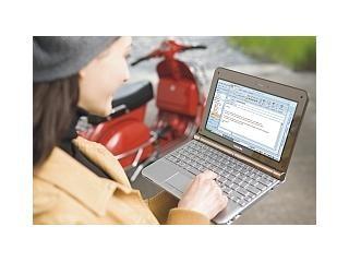 Malý, stylový, lehce přenositelný je nový notebook Toshiba.