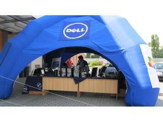 Stánek Dellu, kde si návštěvníci mohli vše osahat