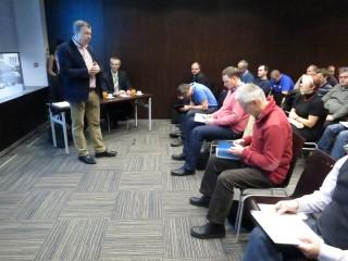 Igor Tomeš (DNS), uvádí seminář