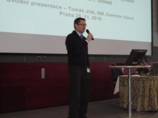 Konferenci uvedl Tomáš Jilík z Comstoru