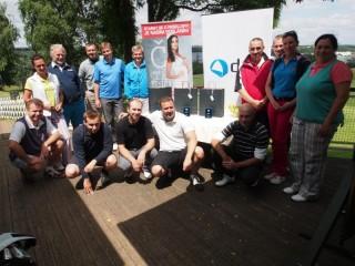 Účastníci turnaje DNS 9ers Golf Cup před vyhlášením výsledků