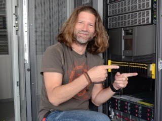 Rafael Noas, technical specialist divize HP ve společnosti Avnet spolu s novým řešením HP 3PAR StoreServ 7200c All Flash