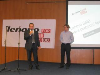Vlevo Petr Toman (country manažer společnosti Lenovo), vpravo Josef Chvála (SMB sales representative společnosti Lenovo)