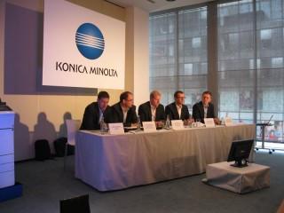 Zleva: Michal Dolana (moderátor), Tomáš Bednář (generální ředitel), Jiří Skopový (bývalý obchodní ředitel pro přímý prodej), Pavel Štěpán (nový obchodní ředitel pro pro přímý prodej) a Tomáš Holubec (obchodní ředitel pro nepřímý prodej)