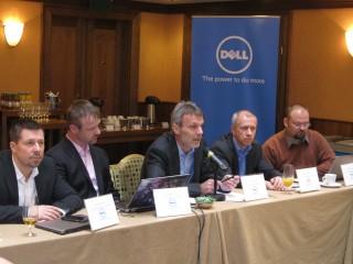 Uprostřed Jiří Kysela, generální ředitel Dell Computer CZ