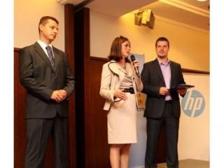 Zleva Július Masár (eD' system Slovakia), Erika Lindauerová (HP), Ľubomír Straka (moderátor)