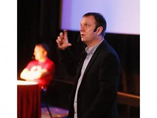 Na konferenci také vystoupil Aleš Holeček, šéf vývoje Windows v Microsoftu
