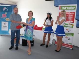 Ivana Redajová, přebírá ocenění za třetí místo v anketě Český IT distributor 2011