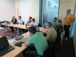 Sean McMillen, Regional Sales Manager Eastern Europe (vzadu druhý zleva) a Ondřej Bačina, Product Manager Enterprise Dell (ve žlutém)