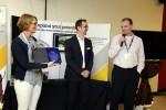 Regionální ředitelka Axis pro východní Evropu, Anna Forsberg, předává ocenění Davidu Capouškovi ze společnosti Netrex