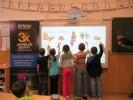 I děti ve druhé třídě s projektorem rádi pracují