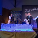 Jiří Kysela a Jiří Svěrák spolu odhalili logo Dell EMC vyrobené kompletně z ledu
