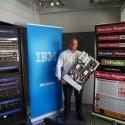 Petr Plodík (IBM) předvádí rackový server IBM Series x na platformě x86 Intel