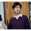 Filip Zhang (terminal director ZTE) při uvádění nového telefonu