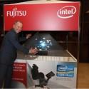 Radek Sazama, generální ředitel společnosti Fujitsu Technology Solutions pro ČR, SR a Maďarsko před 3D hologramem
