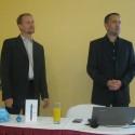 Vlevo Tomáš Chrastil, ředitel TCL Mobile SAS pro ČR a SR a vpravo Lukáš Rotter, marketingový manažer distribuční společnosti Setos