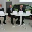 Vpravo sedí David Vrba, generální ředitel společnosti 3M Česko