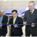 Petr Štancl, generální ředitel Fast ČR, JinHwan Kim, president Samsung Electronics Czech and Slovak a Zdeněk Pech, předseda představenstva Fast ČR (zleva)
