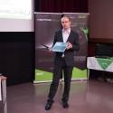 Lubomír Perůtka, produktový ředitel Aceru drží ultrabook Aspire M5
